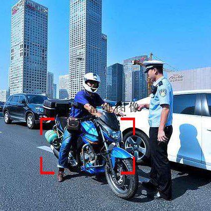 摩托车闯禁行抓拍